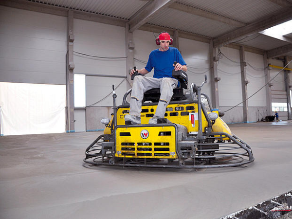 Затирочная машина для максимально ровной бетонной поверхности